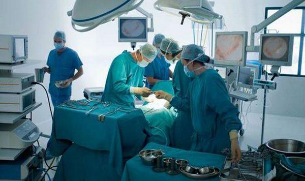 sibirskie-hirurgi-po-novejshej-tehnologii-ustranili-porok-serdtsa-u-muzhchiny