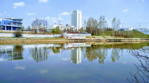 Реконструкция пруда продолжается