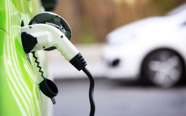Электромобили в опале — больше ни льгот, ни инвестиций