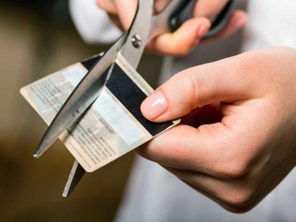 Как правильно закрыть банковскую карту