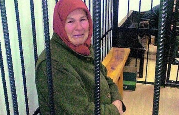 Пенсионерку, обматерившую чиновницу, посадили в СИЗО