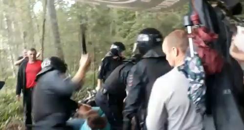 В Подмосковье полиция разогнала протестующих против комплекса по переработке отходов. Его строит сын генпрокурора Юрия Чайки