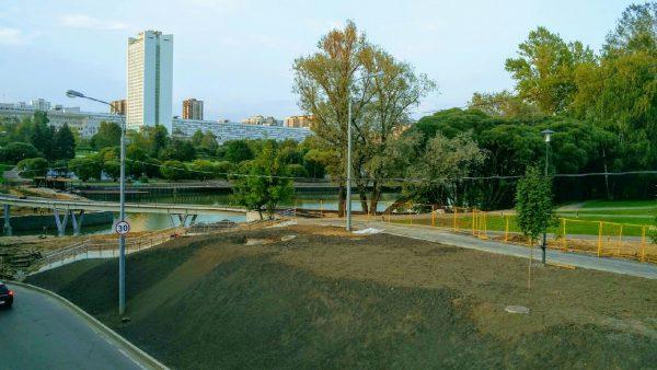 22.08.19 продолжается благоустройство набережной городского пруда и парка победы в Зеленограде