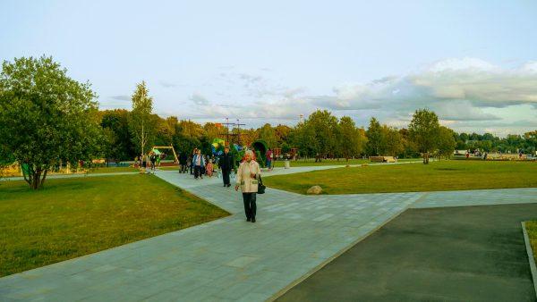 прогулки по парку у Нижнего Каменского пруда