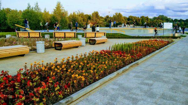 суперсовременный - капитальный, бетонированный скейт-парк