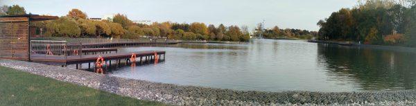 Лодочная станция и вид на большой городской пруд