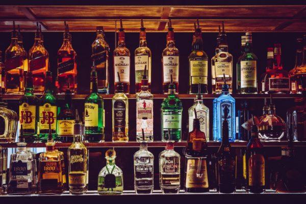 В России втрое вырос спрос на ночную доставку алкоголя