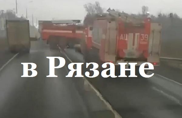 Более 2,3 тыс. человек эвакуировали из-за пожара и взрывов на военных складах под Рязанью