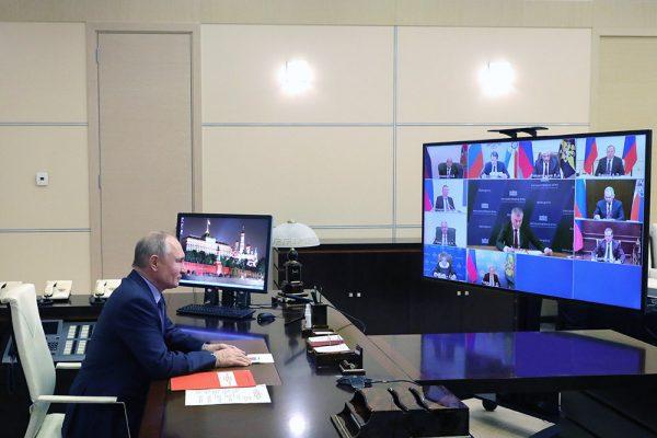 Путин запретил членам Совбеза открывать зарубежные счета