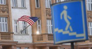 3005743 30.12.2016 Государственный флаг США на фасаде здания посольства США в Москве. Илья Питалев/РИА Новости