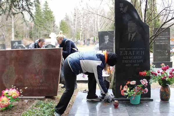 obshhegorodskaya-memorial-no-patronatnaya-aktsiya-po-uborke-voinskih-zahoronenij-3