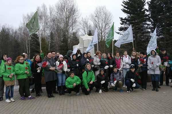 obshhegorodskaya-memorial-no-patronatnaya-aktsiya-po-uborke-voinskih-zahoronenij