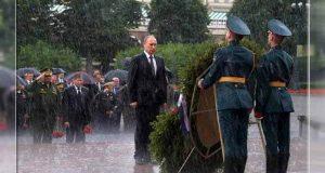 prezident-rossii-vladimir-putin-prinyal-uchastie-v-tseremonii-vozlozheniya-venkov-k-mogile-neizvestnogo-soldata-v-aleksandrovskom-sadu-1