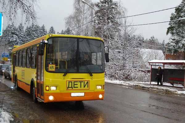 v-kemerovskoj-oblasti-zagorelsya-avtobus-s-det-mi