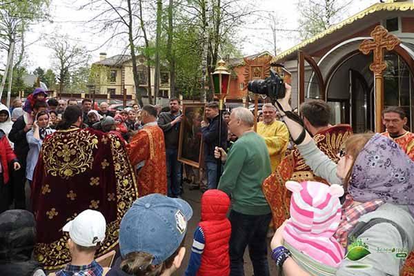 kryostny-j-hod-s-altarnoj-ikonoj-svyatogo-georgiya-pobedonostsa