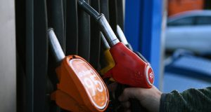 rossijskie-vlasti-otkazalis-snizhat-tseny-na-benzin