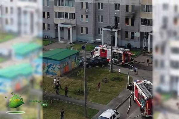 spasli-treh-chelovek-iz-goryashhej-kvartiry-v-20-mikrorajone