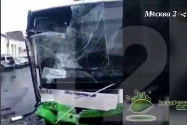zelenogradskij-avtobus-razbushevalsya-i-nachal-krushit-sebe-podobny-h