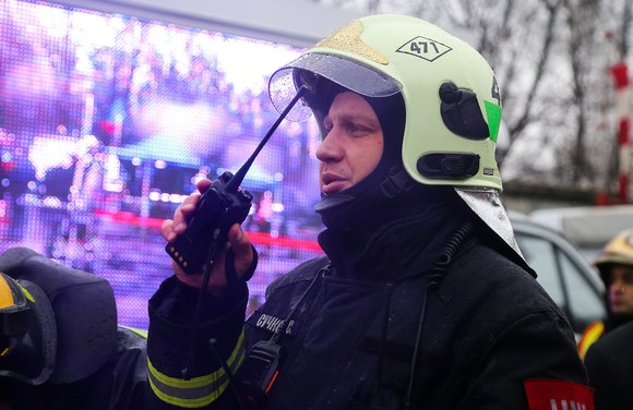9 человек спасли из горящей квартиры в корпусе 810