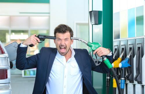 Газпром за границей продаёт бензин по 26 рублей