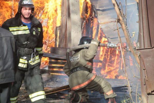 Крупный ТЦ горит в Новосибирске