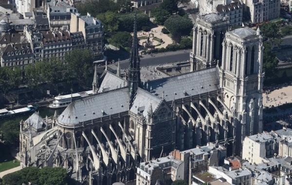 сгорел Собор Парижской Богоматери